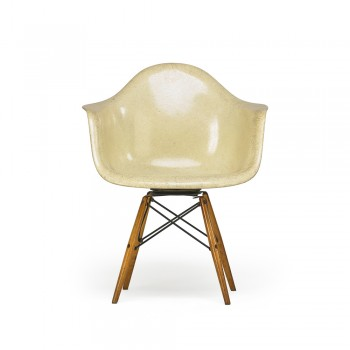 PAW Swivel chair