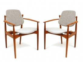 Pair of chairs model FD-184