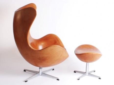 Fauteuil modèle 3317, dit Egg Chair et repose pied