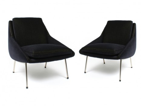 Pair of armchairs model 800